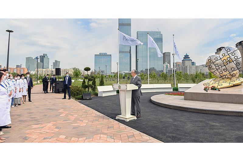 President unveils memorial in honor of medical workers in Nur-Sultan