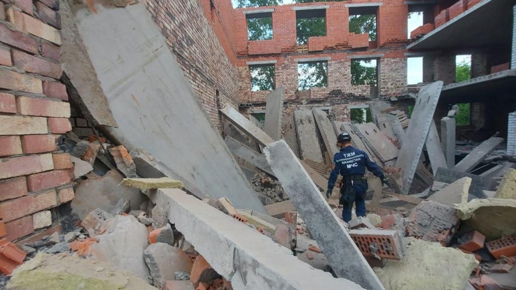 Павлодарда құлаған үйге іргелес ғимараттың құрылысы тоқтатылды