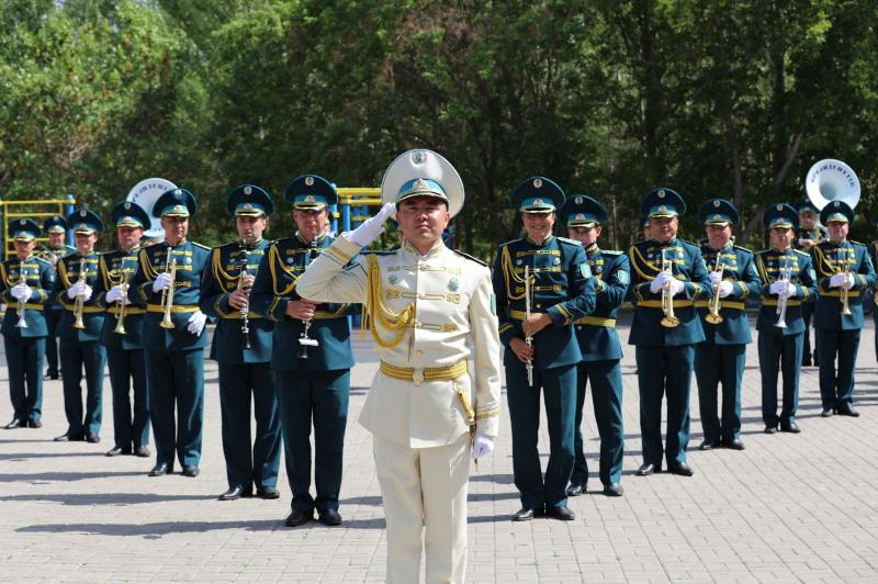 Президентский оркестр Службы госохраны выступил с концертом перед медработниками