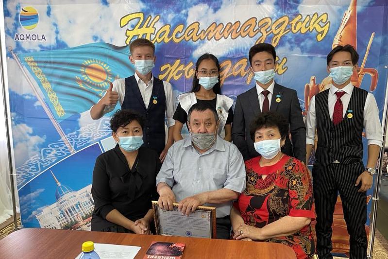 Выпускники школы встретились с семьей врачей в Акмолинской области
