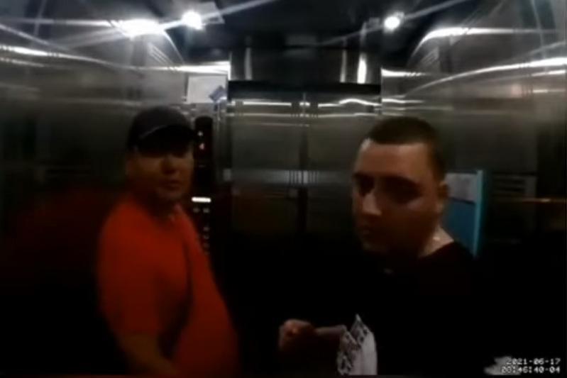 Мужчина разбил монитор в лифте ЖК в Нур-Султане