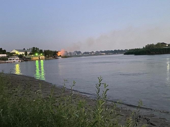 Новый пожар разгорелся на реке Урал в Атырау