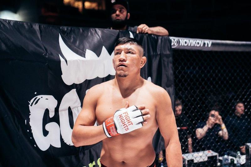 Куат Хамитов задушил соперника в первом раунде и выиграл пояс чемпиона