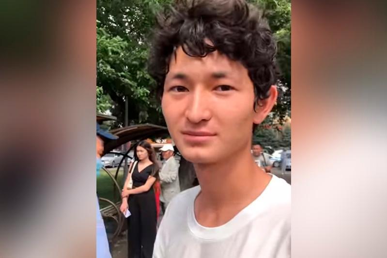 Мужчина спас детей от удара током в фонтане в Алматы