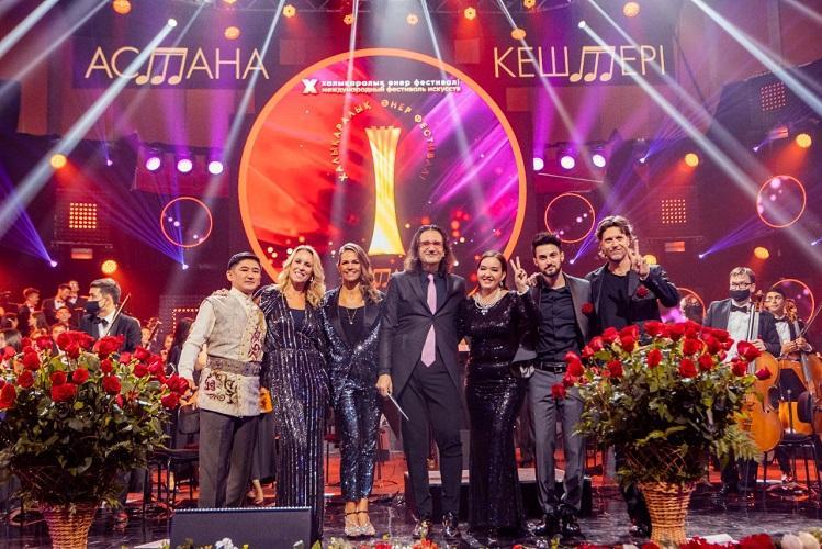 Хиты Abba и Queen прозвучали для медиков на гала-концерте фестиваля «Астана кештері»