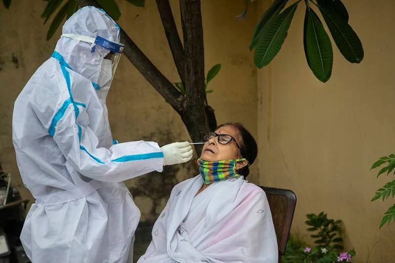 В Индии зафиксировано 20 случаев заражения новым вариантом местного штамма коронавируса