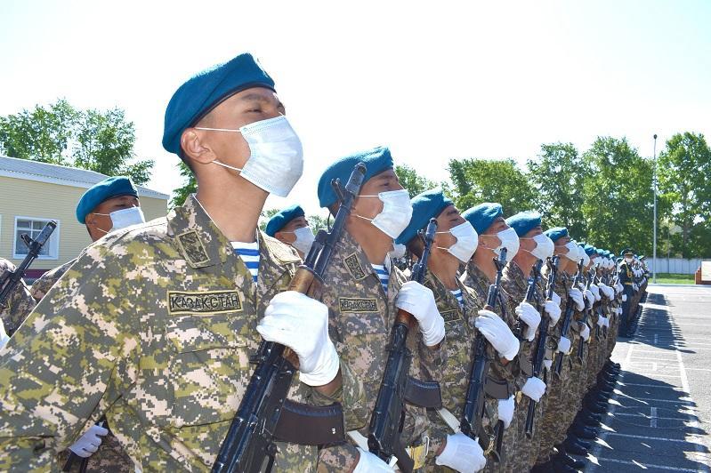 Военнослужащих срочной службы увольняют в запас