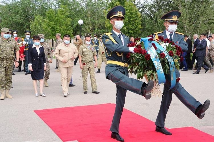 Воинам-миротворцам открыли памятник в Жамбылской области