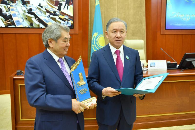 Kazakh Majilis establishes new Journalism Award nomination