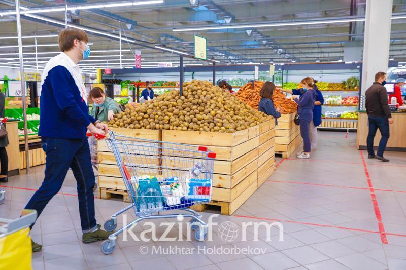 Аким Актюбинской области прокомментировал цены на картофель и морковь в регионе