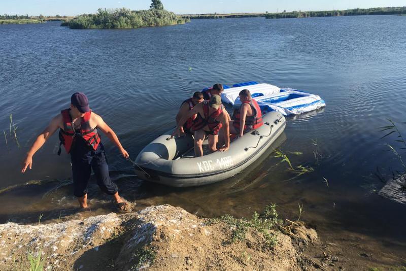 Троих мужчин сдуло на надувном матрасе по Тоболу в Рудном