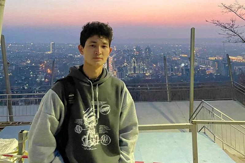 Президент РК наградил студента, спасшего пострадавших при инциденте с током в фонтане в Алматы