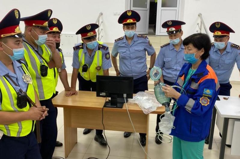 Оказывать первую медпомощь при ДТП обучили павлодарских полицейских
