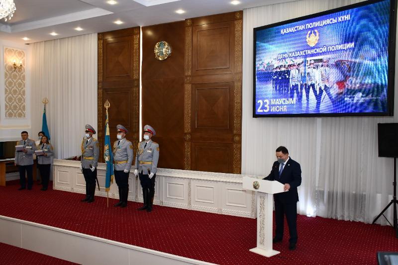 С профессиональным праздником поздравил полицейских аким Акмолинской области