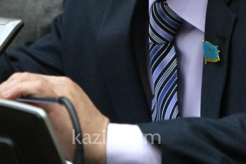 Вакцинирован ли депутатский корпус Казахстана