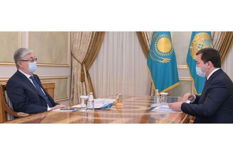 托卡耶夫总统分别接见部分地方政府州长