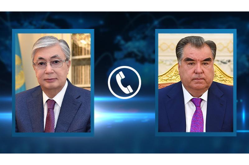 托卡耶夫同塔吉克斯坦总统拉赫蒙通电话