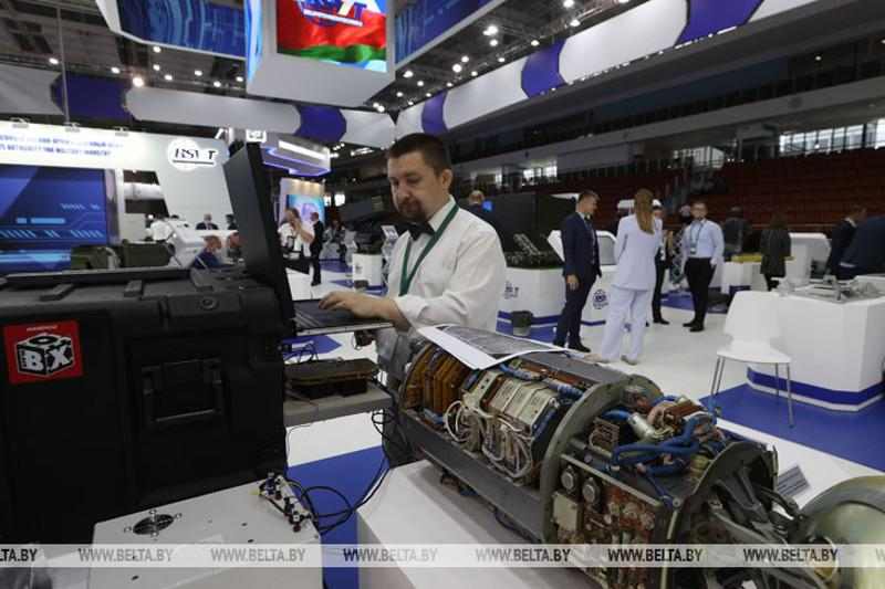 Belarus discusses military cooperation with Pakistan, Kazakhstan