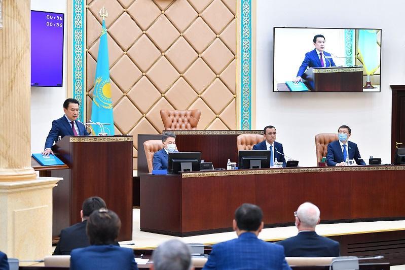 Маулен Ашимбаев подвел предварительные итоги работы сессии