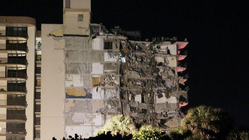 Жилое здание обрушилось в США: 35 человек извлекли из-под завалов