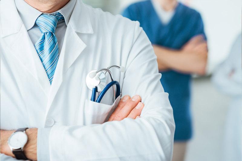 Что подразумевает финансовая и юридическая защита медиков