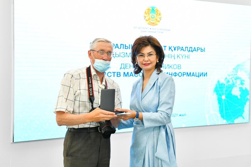 ҚазАқпарат фототілшісі «Еңбек ардагері» медалімен марапатталды