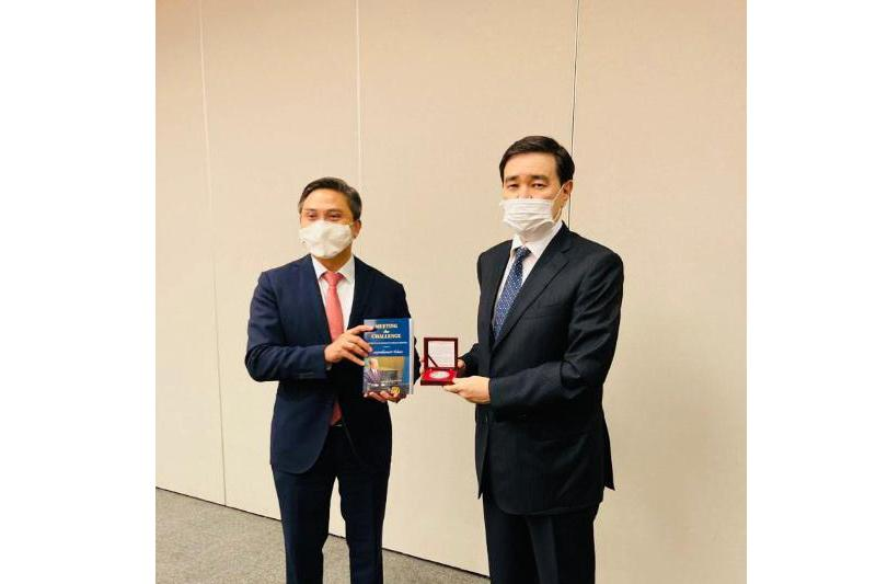 哈萨克斯坦大使会见新加坡议员安迪
