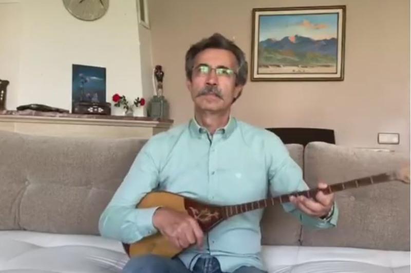 Домбыра күні: Танымал түрік әншісі Қорқыт ата хикаясына музыка жазды