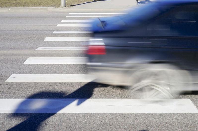В Павлодаре машина сбила несовершеннолетнего