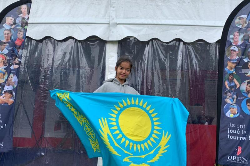 С победы начала выступления на юниорском теннисном турнире в Париже казахстанка Зара Даркен