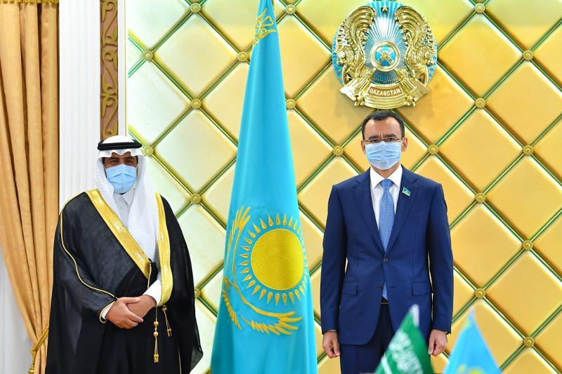 参议院议长会见沙特驻哈大使