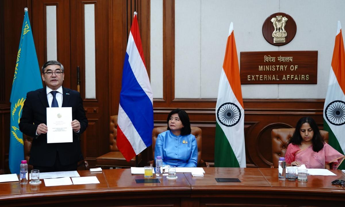 哈萨克斯坦大使向印度总统递交国书
