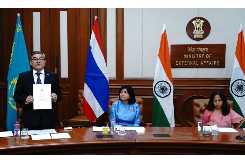 Посол Казахстана вручил верительные грамоты Президенту Индии