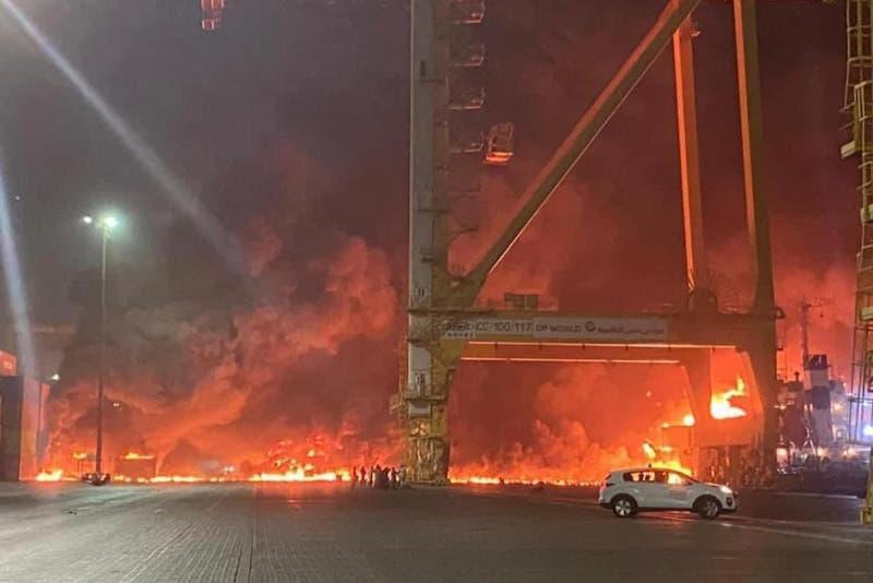 Пожар произошел на судне в порту Дубая