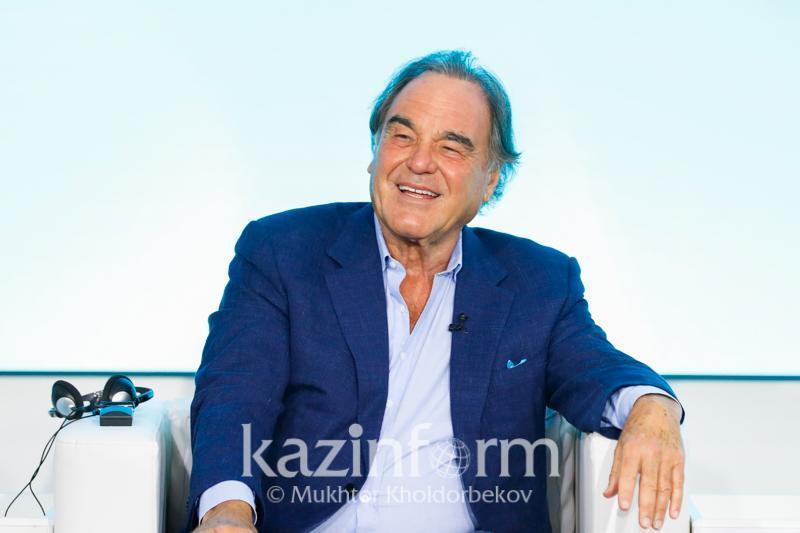美国著名导演:哈萨克斯坦首任总统和总统在维护和平中发挥了重要作用