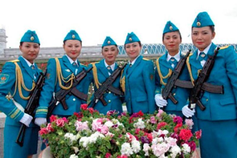 Qyz-kelinshekter Qazaqstan armııasynda qandaı qyzmet atqaryp júr