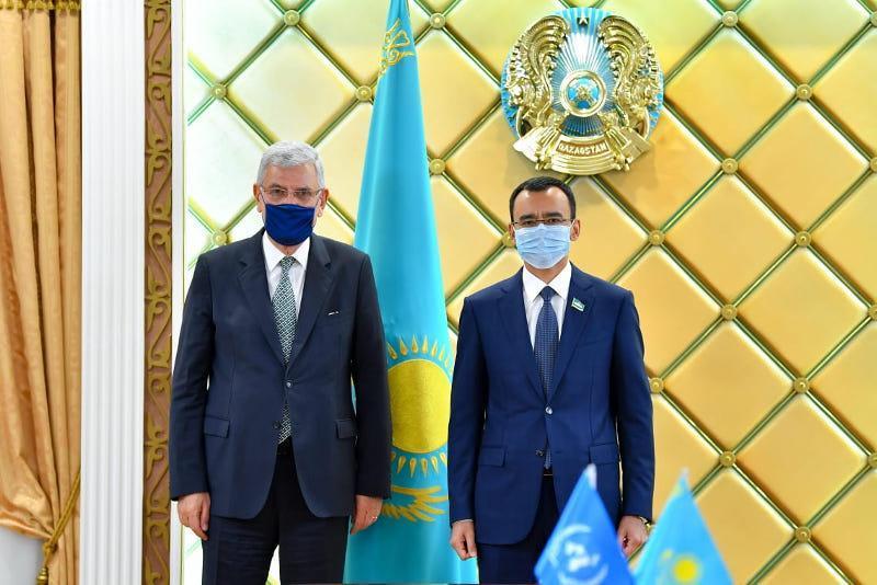 参议院议长阿什姆巴耶夫会见联合国大会主席