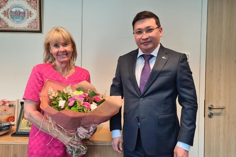 Посол Казахстана встретился с новым специальным представителем ЕС по Центральной Азии