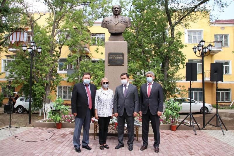 Память профессора Султана Досмагамбетова увековечили в Караганде