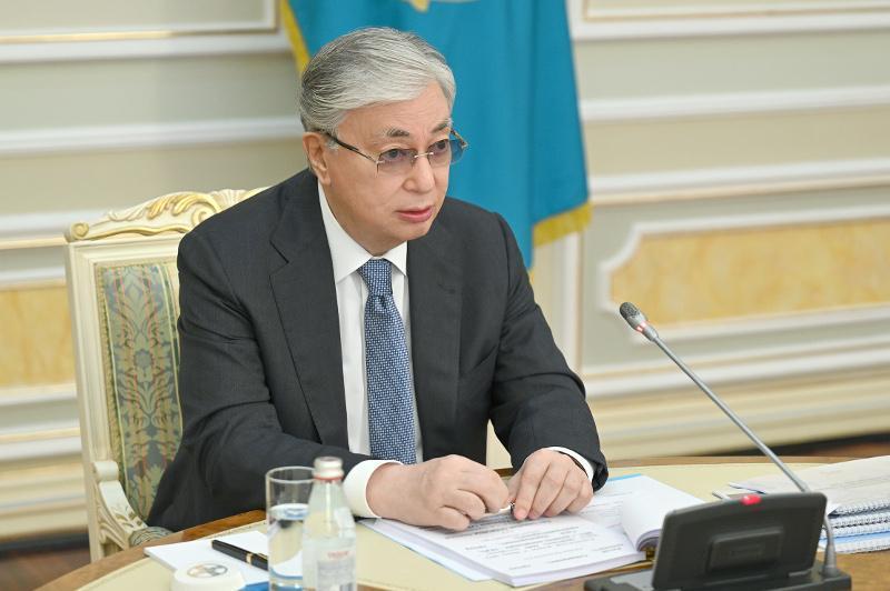 托卡耶夫总统主持召开政府扩大会议 强调经济增长重要性