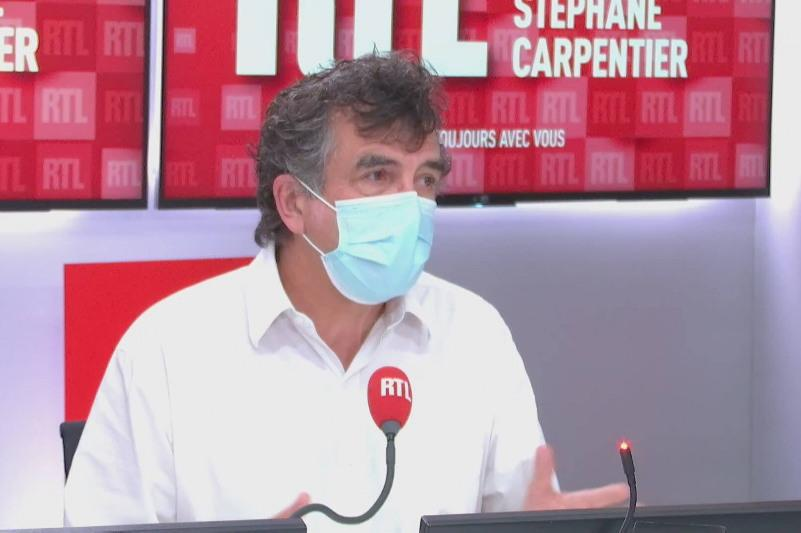 Мы не сможем взять пандемию под контроль, если не будет вакцинировано 95% - французский эпидемиолог