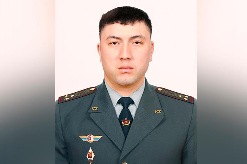 Ulttyq ulan leıtenanty Almatyda qurysý sındromy bar egde jastaǵy er adamdy qutqardy