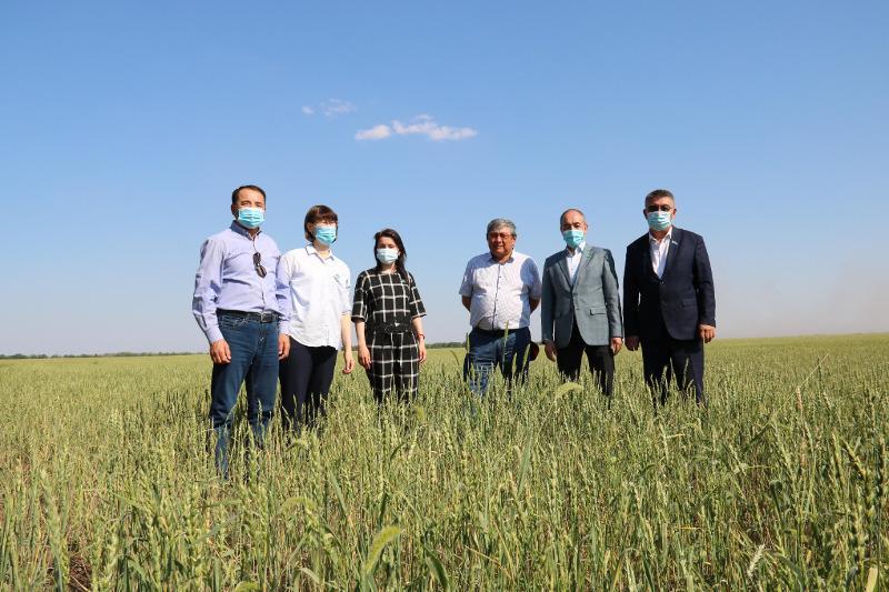 Нариман Турегалиев и Ляззат Рысбекова встретились с аграриями Западного Казахстана