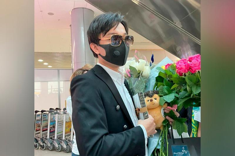 来自6个国家的粉丝在明斯克机场迎接迪玛希的到来