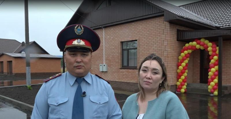 Ключи от нового дома получил участковый инспектор полиции в Акмолинской области