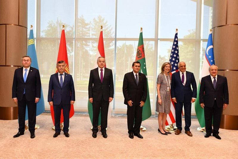 外长特列吾别尔德出席中亚-美国C5+1机制会谈