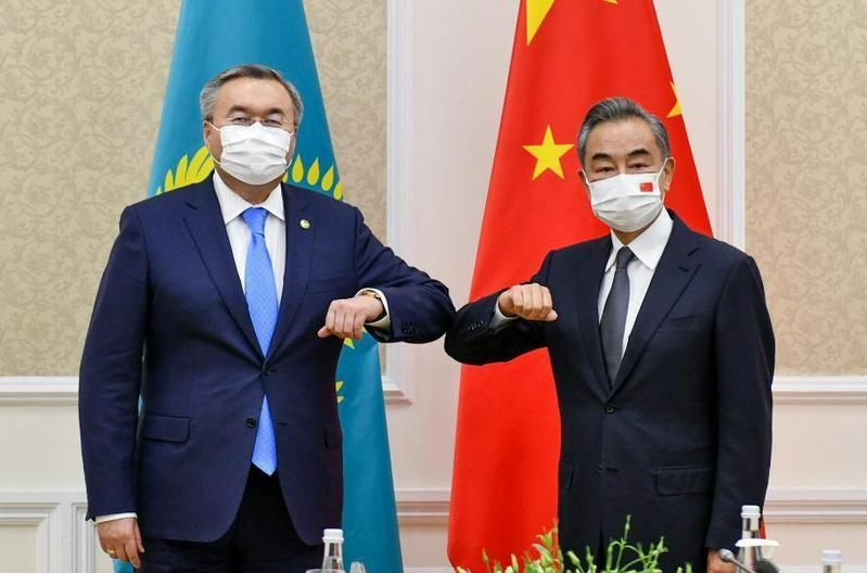 特列吾别尔德在塔什干与中国、沙特等国外长举行会晤