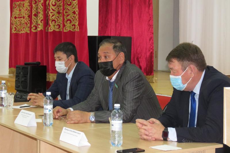 Сенатор Гумар Дюсембаев отчитался перед жителями Атырауской области