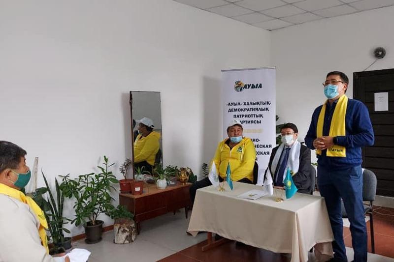 Проблемы пастбищ, воды и дорог обсудили акмолинцы на встрече с кандидатом от НДПП «Ауыл»