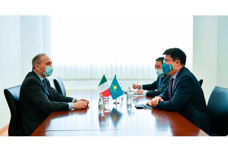 副外长会见结束任期即将回国的意大利大使